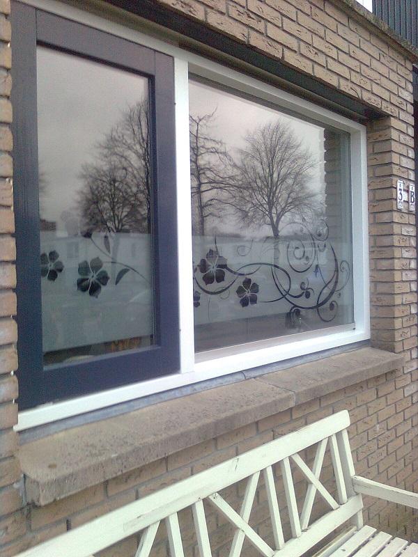 Raamfolie bloemen keuken windowdeco for Plakplastic raam
